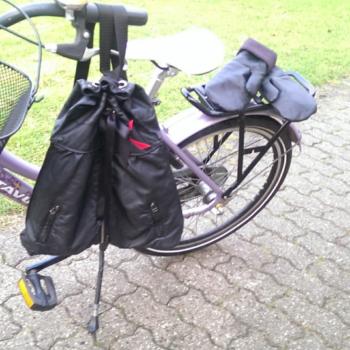 Unik eksklusiv rygsæk og handsker af recycled læder. ONLY ME